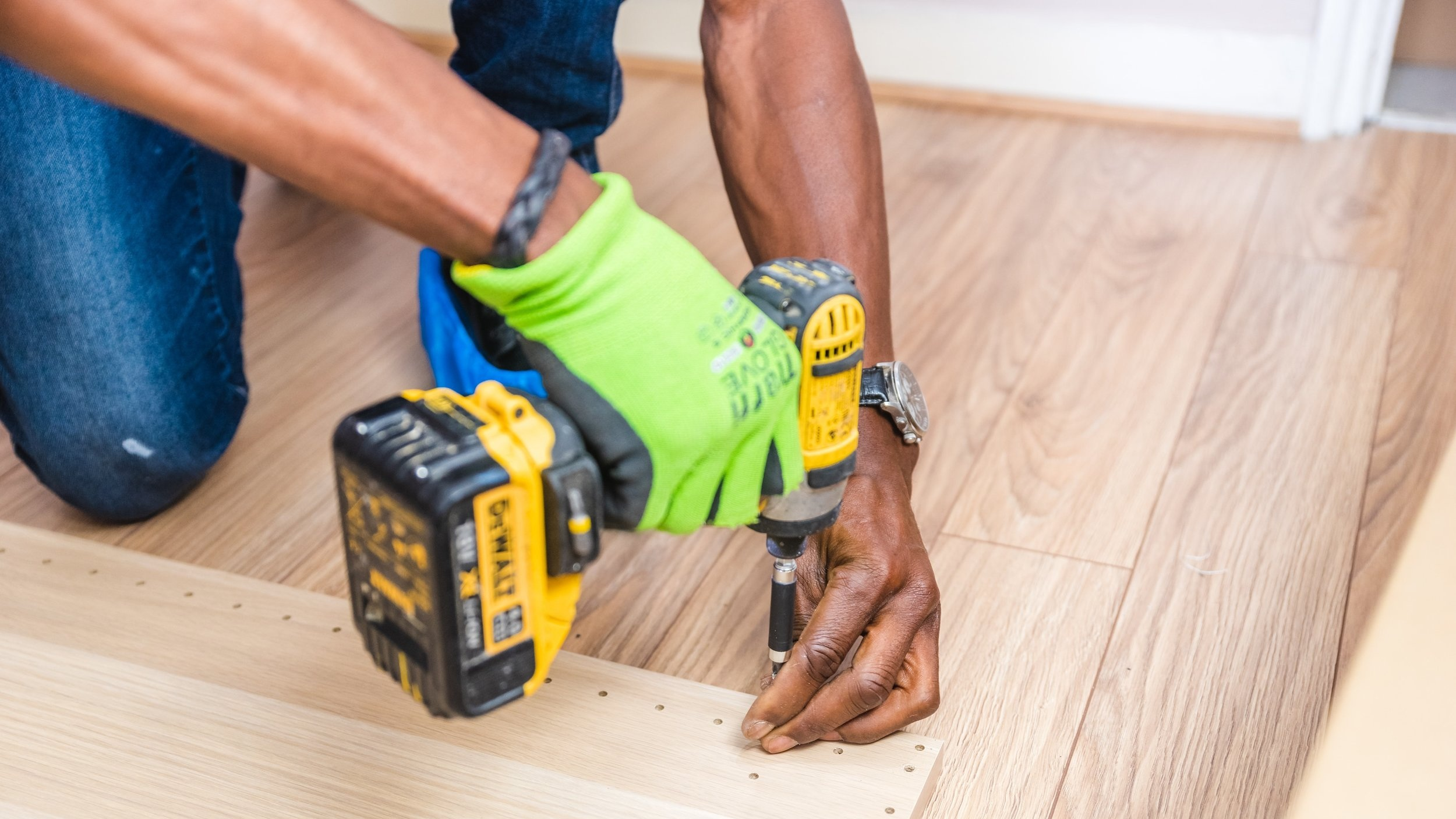 carpenter-carpentry-close-up-1249610.jpg