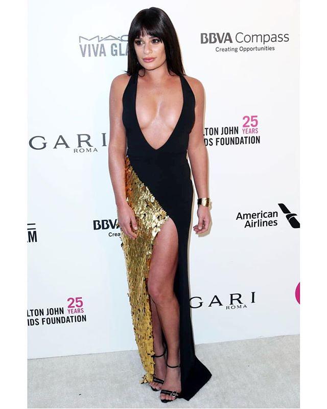 @leamichele looking 🔥🔥🔥 at the @eltonjohn #Oscar party!! #leamichele #bangs #makeup by @michaelashton + #hairbysarahpotempa using @thebeachwaver #coastpro ✨Styling by @bradgoreski + @daniela_viviana 💥