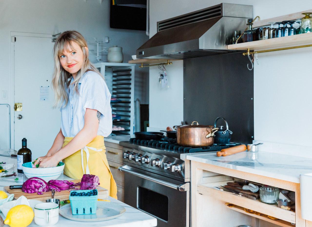 Hello! I'm Carley. I am a Certified Holistic Nutritionist , Wellness Educator and Real Food Advocate -