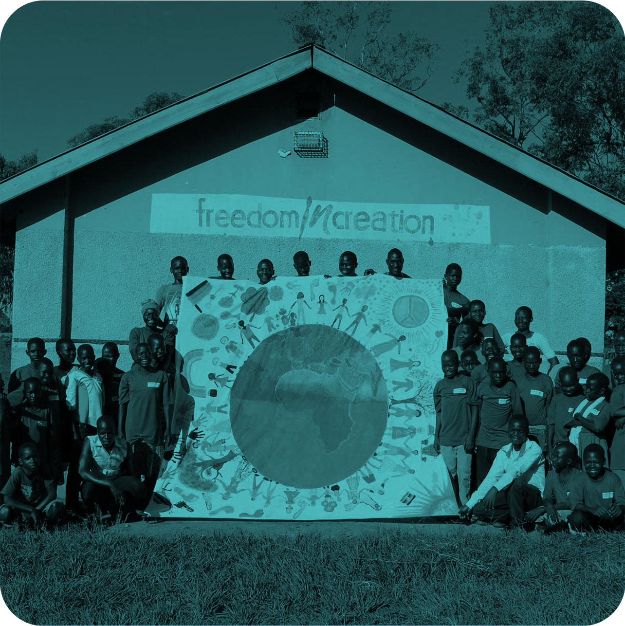 UGANDA - Solar power pump and permaculture farm in rural village