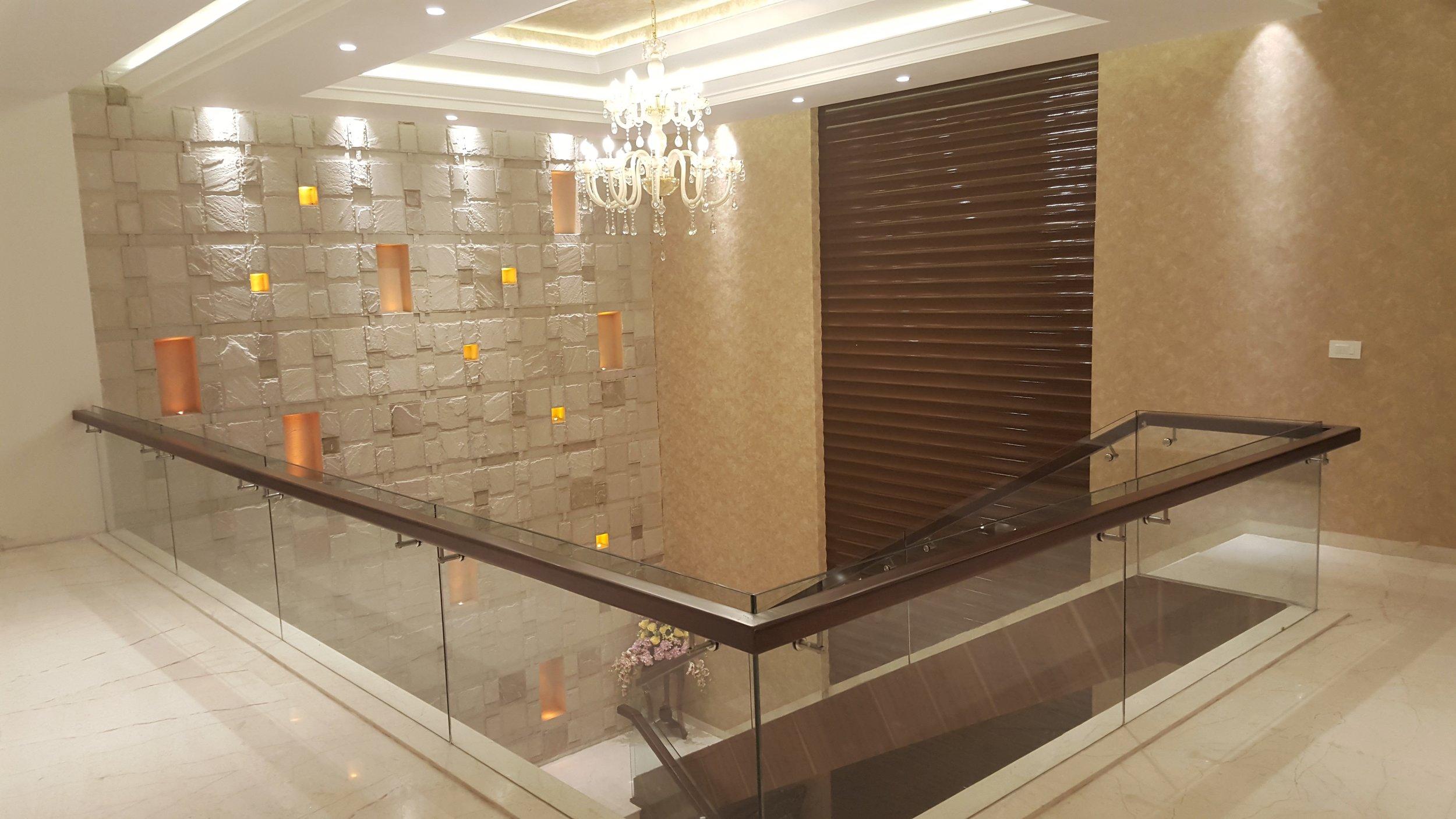 upstairs hallway3.jpg