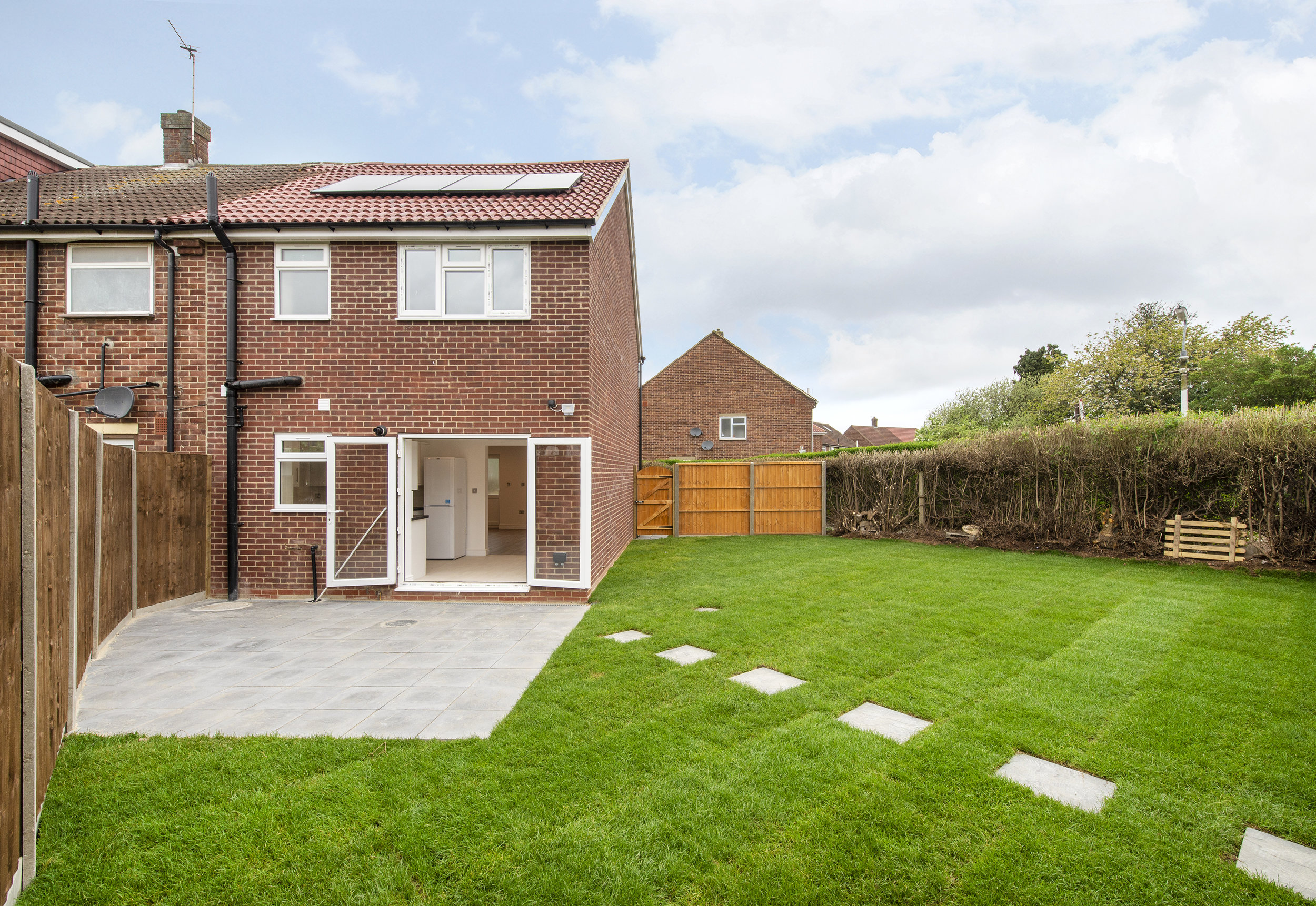 - PROJECT OUTLINE- New build 3 bedroom end of terrace house- 1x bathroom and downstairs WC- Landscaped front and back gardens- Solar panelsPROJECT VALUE- £150,000