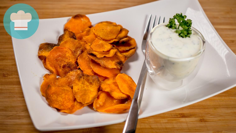 Süßkartoffelchips mit Sour Cream