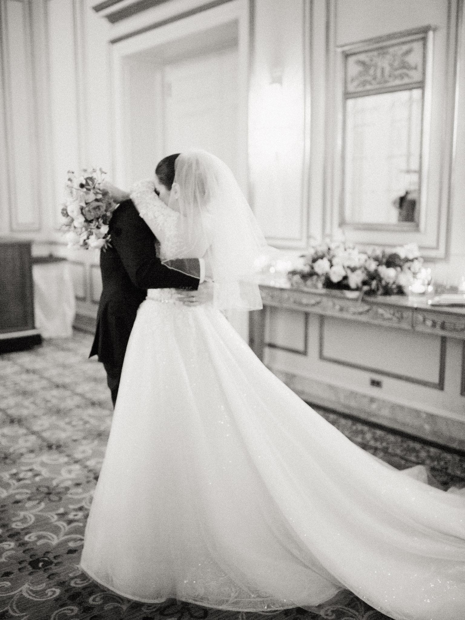 Hanna&Jordan Wedding_HotelVancouver_9374.jpg