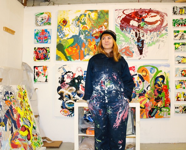 Aim é e in her studio