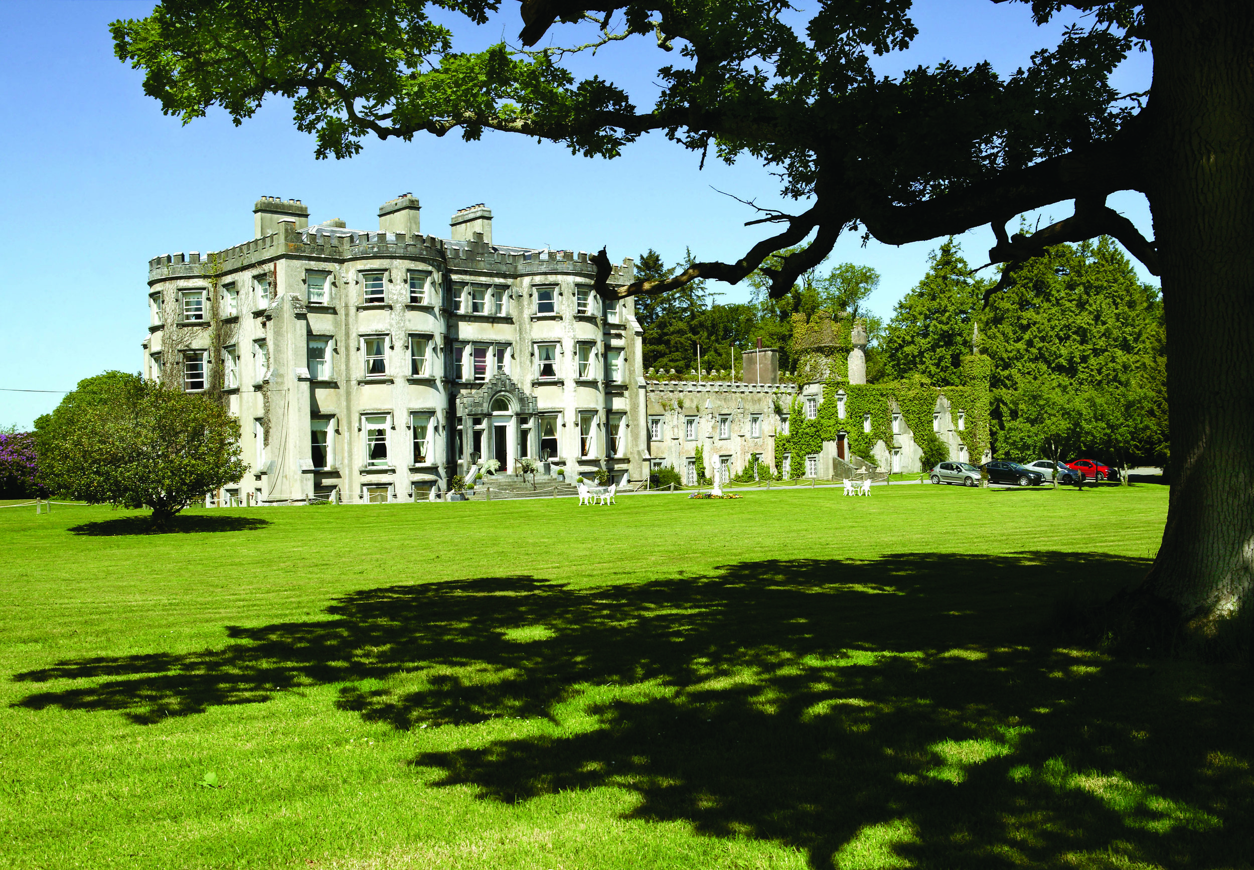 BALLYSEEDE CASTLE HOTEL - TRALEE, COUNTY KERRY - Located amid acres of lush green woodlands and centuries of history and tradition, Ballyseede offers you one of the most memorable places of all to stay in the West of Ireland.