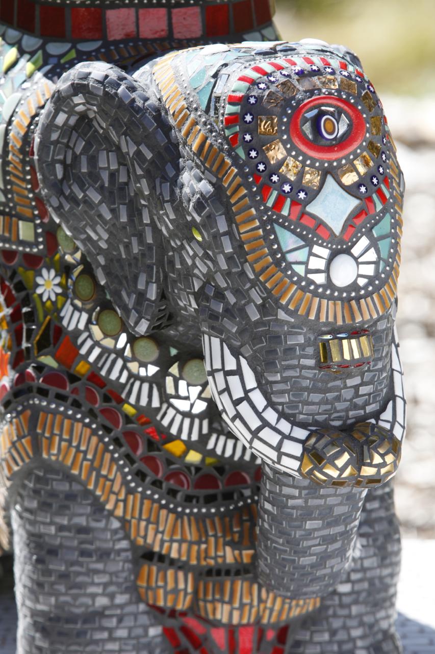 003-Elaine-Summers-Vashon-Mosaic-Art-ElephantFaceLG.jpg