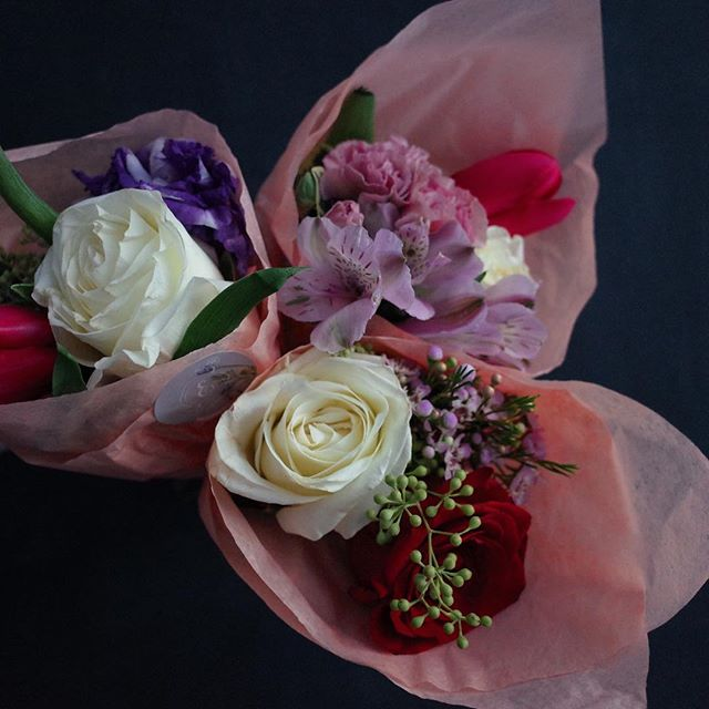 Happy Valentines Day from the Tonchin Family! Bouquets by @erindesign_eriko