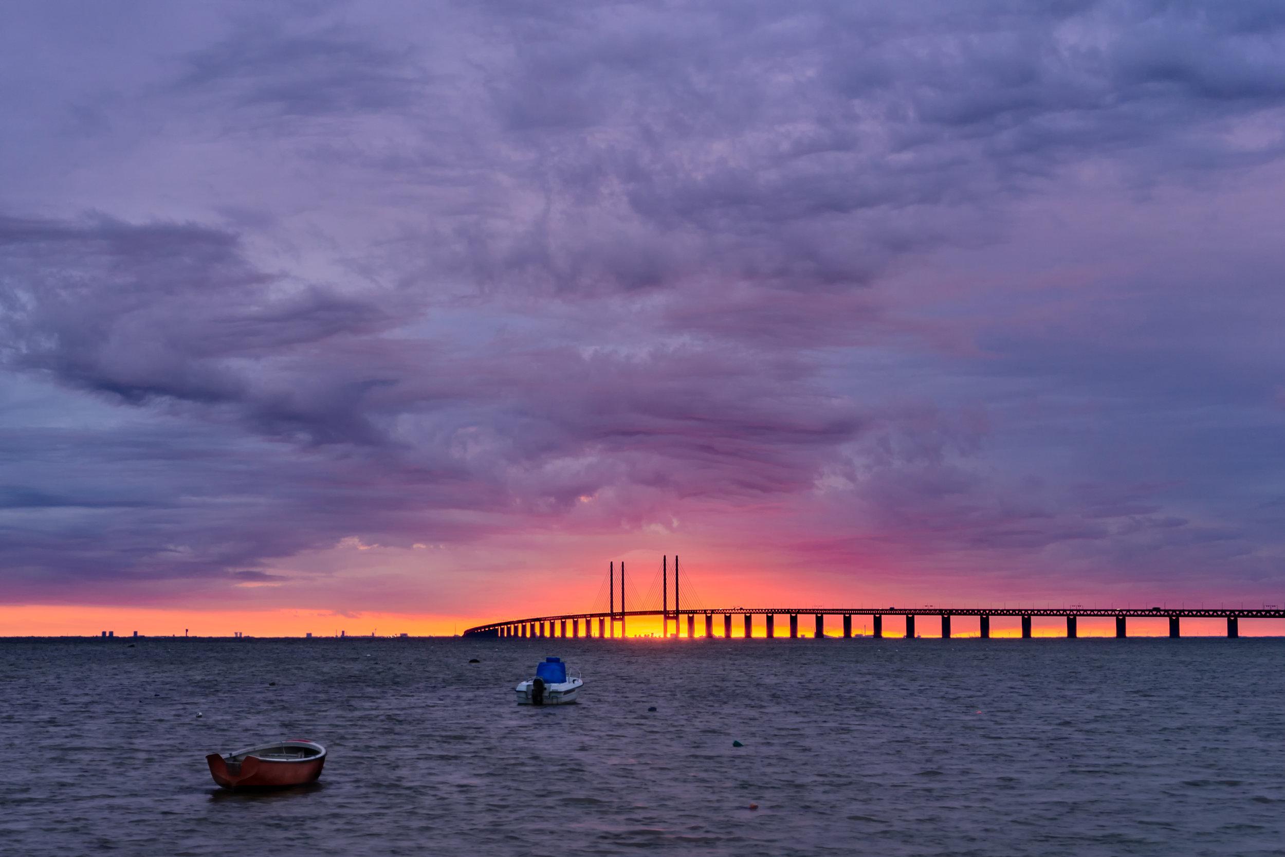 SunsettingbetweenthepillarsoftheÖresundsbronbridge.jpg