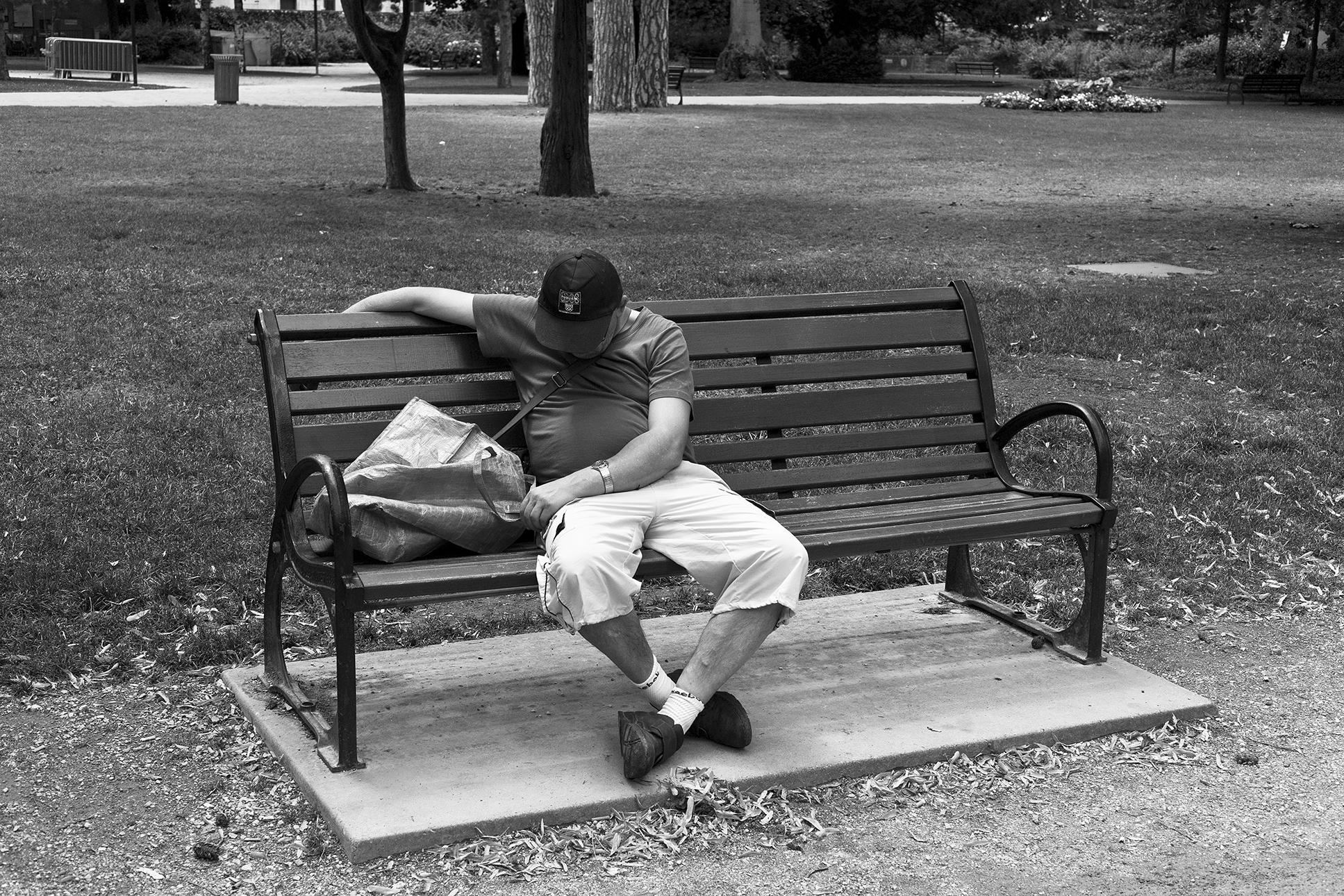 9.pause sieste-Chambery-juillet-2011.jpg
