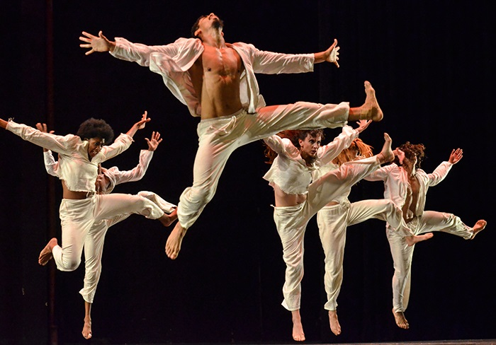 5 mai 2020DANZA CONTEMPORANEA - DANSEApplaudie à travers le monde et en visite au Québec pour la première fois, Danza Contemporánea de Cuba vous fera vibrer au rythme de la danse cubaine actuelle. Dans un feu d'artifice chorégraphique en quatre temps, l'énergie contagieuse des 22 interprètes attise la scène. C'est une grande fête avec un habile métissage de mambo, de danses afro-caribéennes, de ballet classique et d'impulsions contemporaines. Une rencontre artistique et culturelle vivifiante! Merci à Danse Danse qui a rendu possible la présentation de ce spectacle.15$