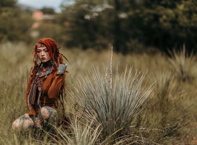 The-Meraki-Mint-Main-Page-Woman-Jewelry-Grass.jpg