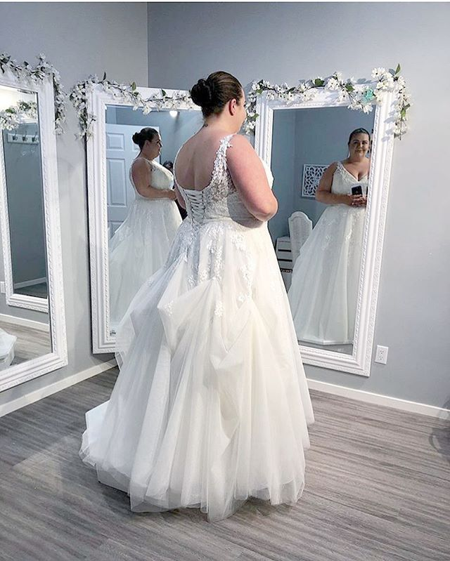Congratulations to our beautiful bride Melanie who recently got married 💕 alterations done by @affordeluxewpg Who does amazing types of bustles for each style of wedding gown. . Alterations done  Multiple point Bustle added along with changing out a zipper back to corset back😍