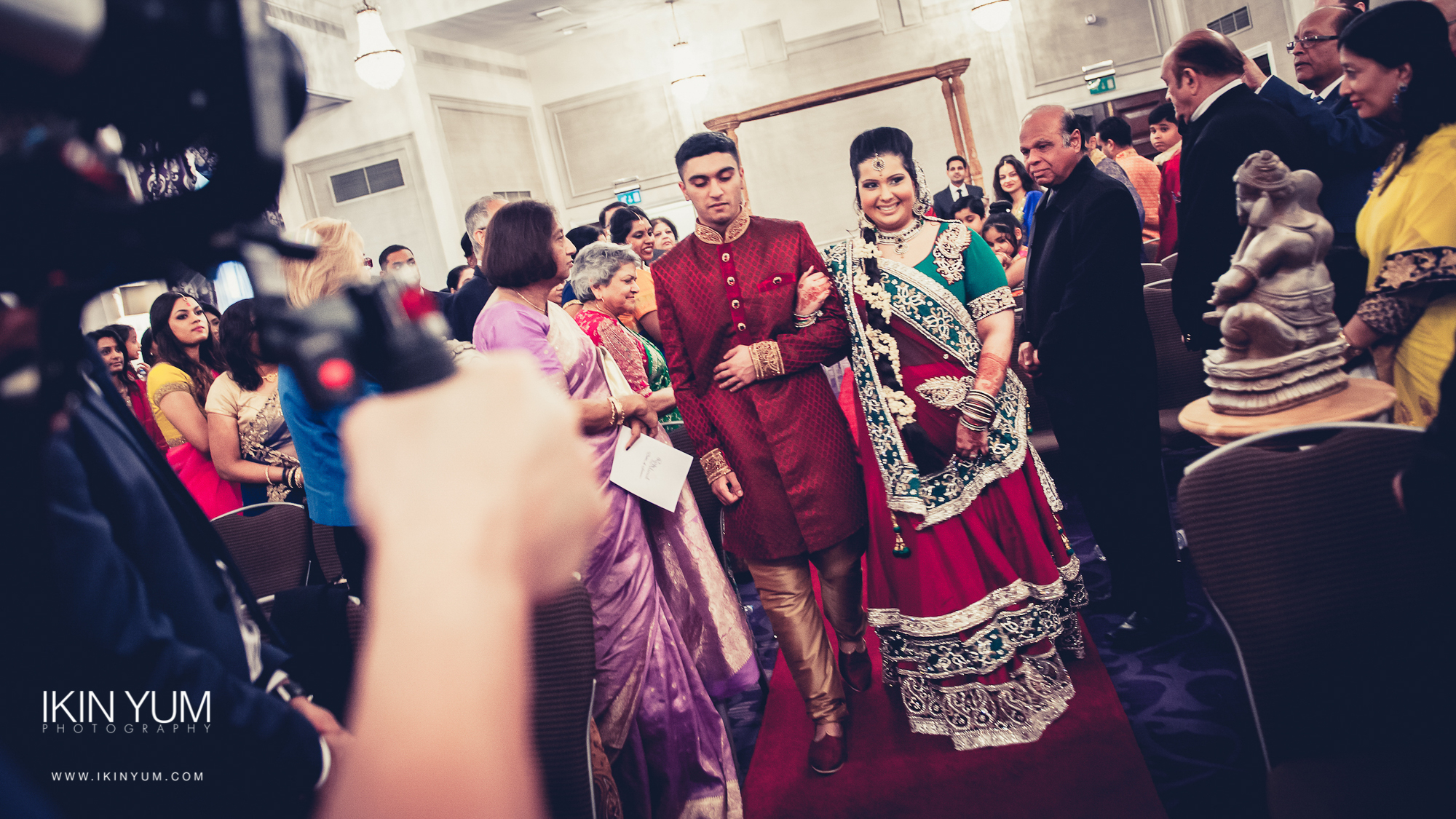 Grand Connaught Rooms Wedding - Minal & Raj - Ikin Yum Photography-054.jpg