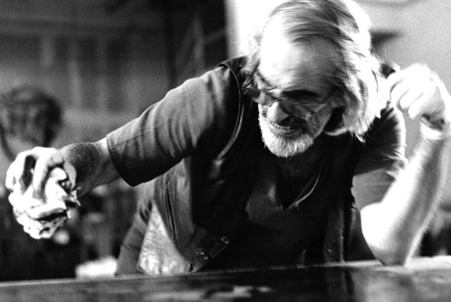 Peter Voulkos printmaking at the Garner Tullis workshop in Emeryville, California, 1985. Photographed by Richard Tullis, courtesy of Voulkos & Co: Catalogue Project.