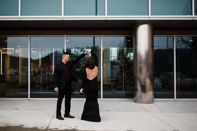 DowntownCharlestonWVEngagementPhotography-3.jpg