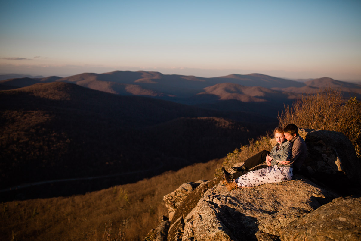 Shenandoah-National-Park-Engagement-Photography-10.jpg
