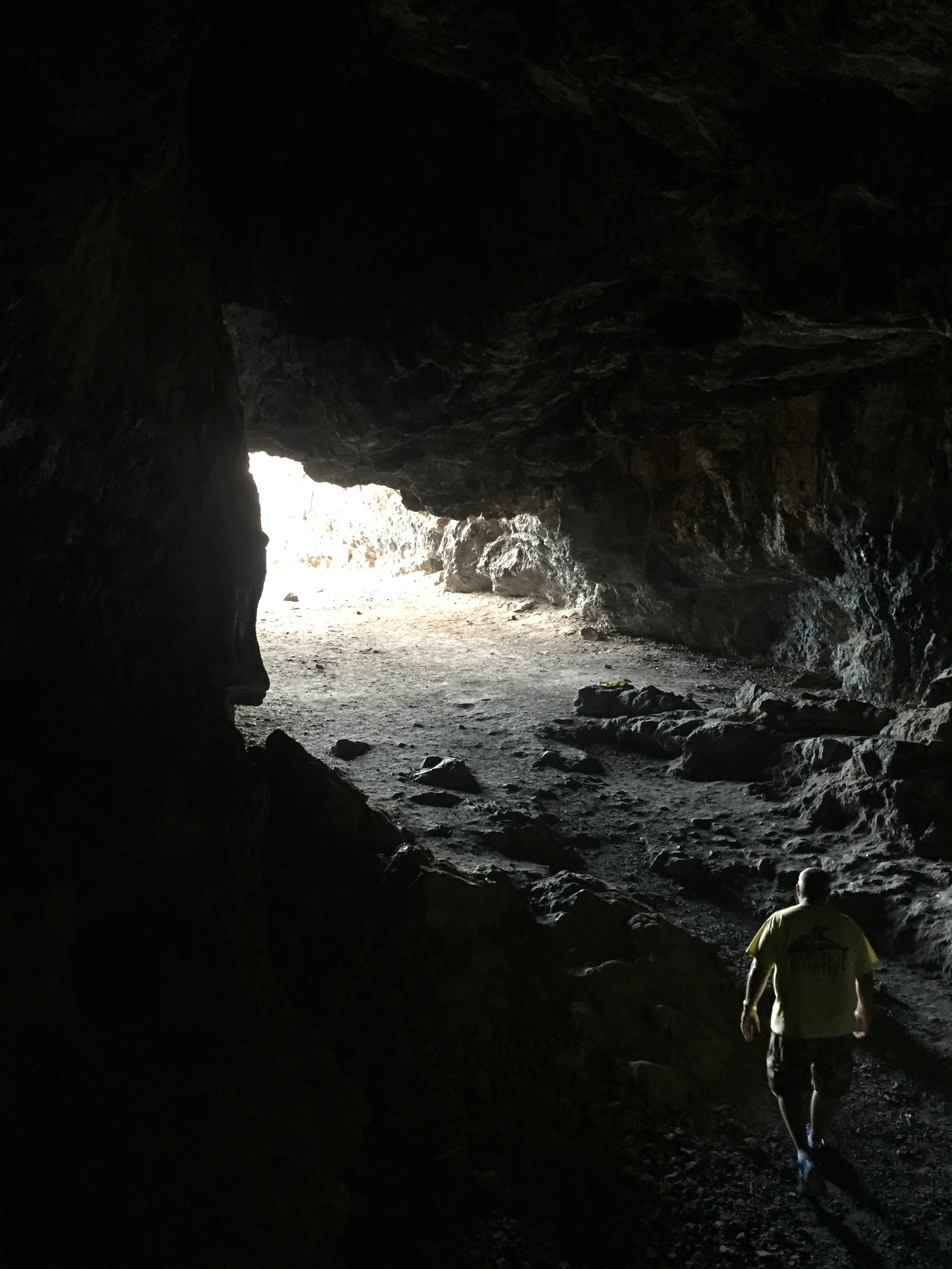 The entrance at Kaneana (Makua) Cave (Lava Tube).