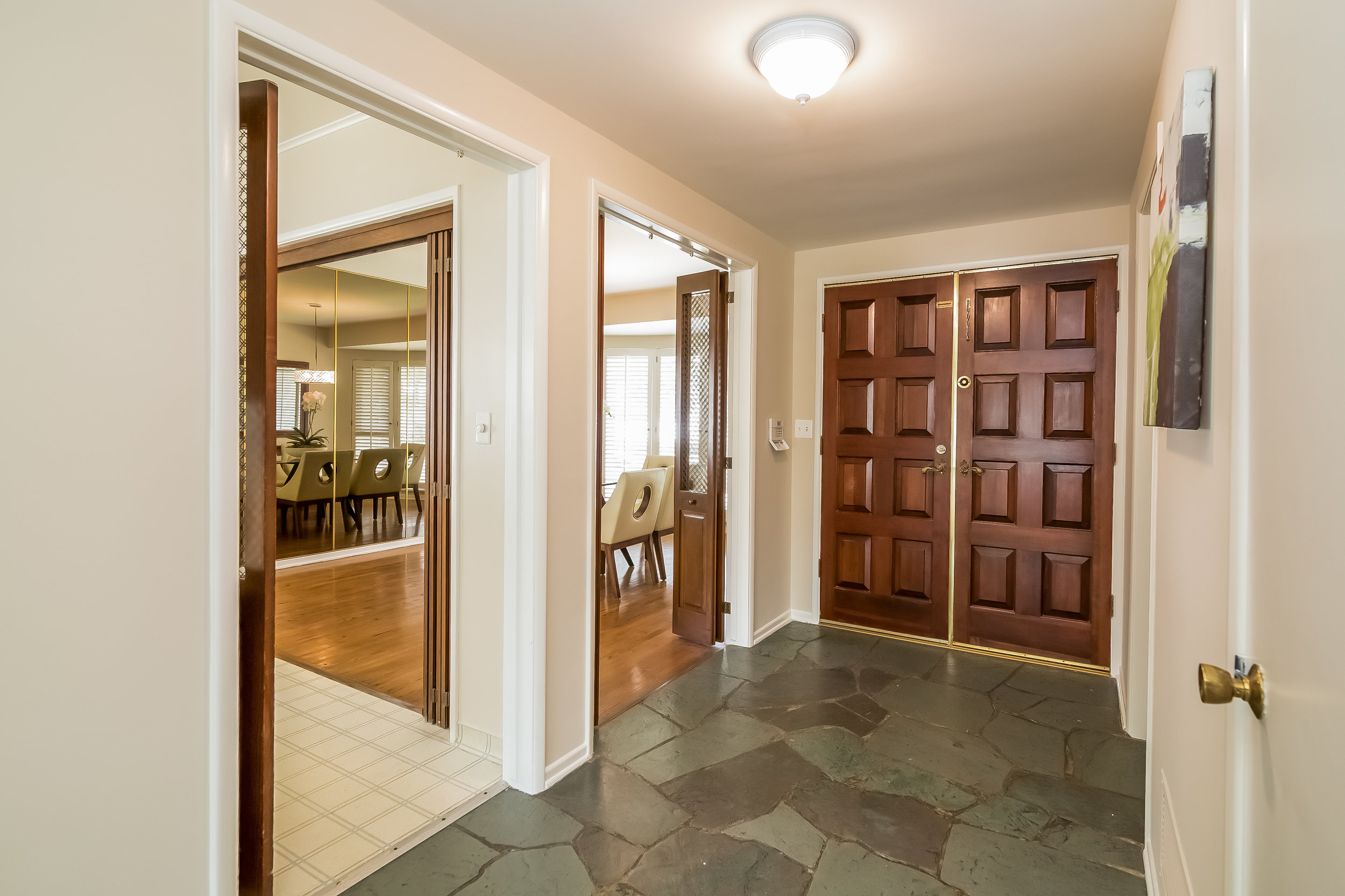 007-Foyer-2805408-large.jpg