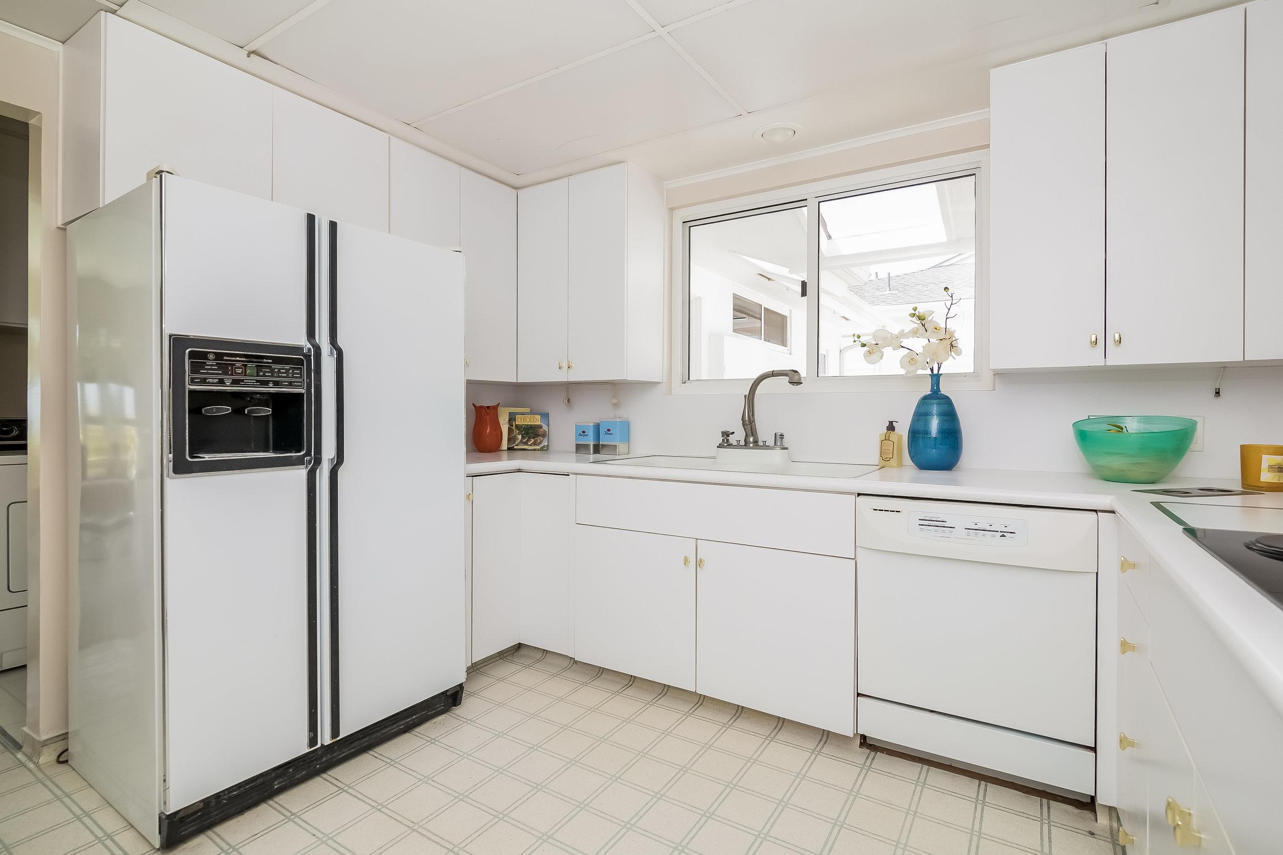 017-Kitchen-2805294-large copy.jpg