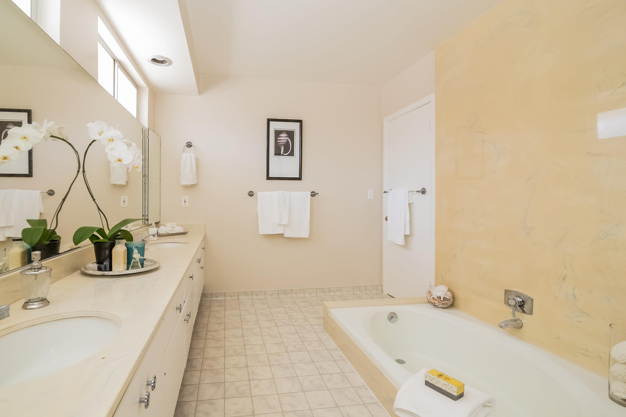 027-Master_Bathroom-2805394-large copy.jpg