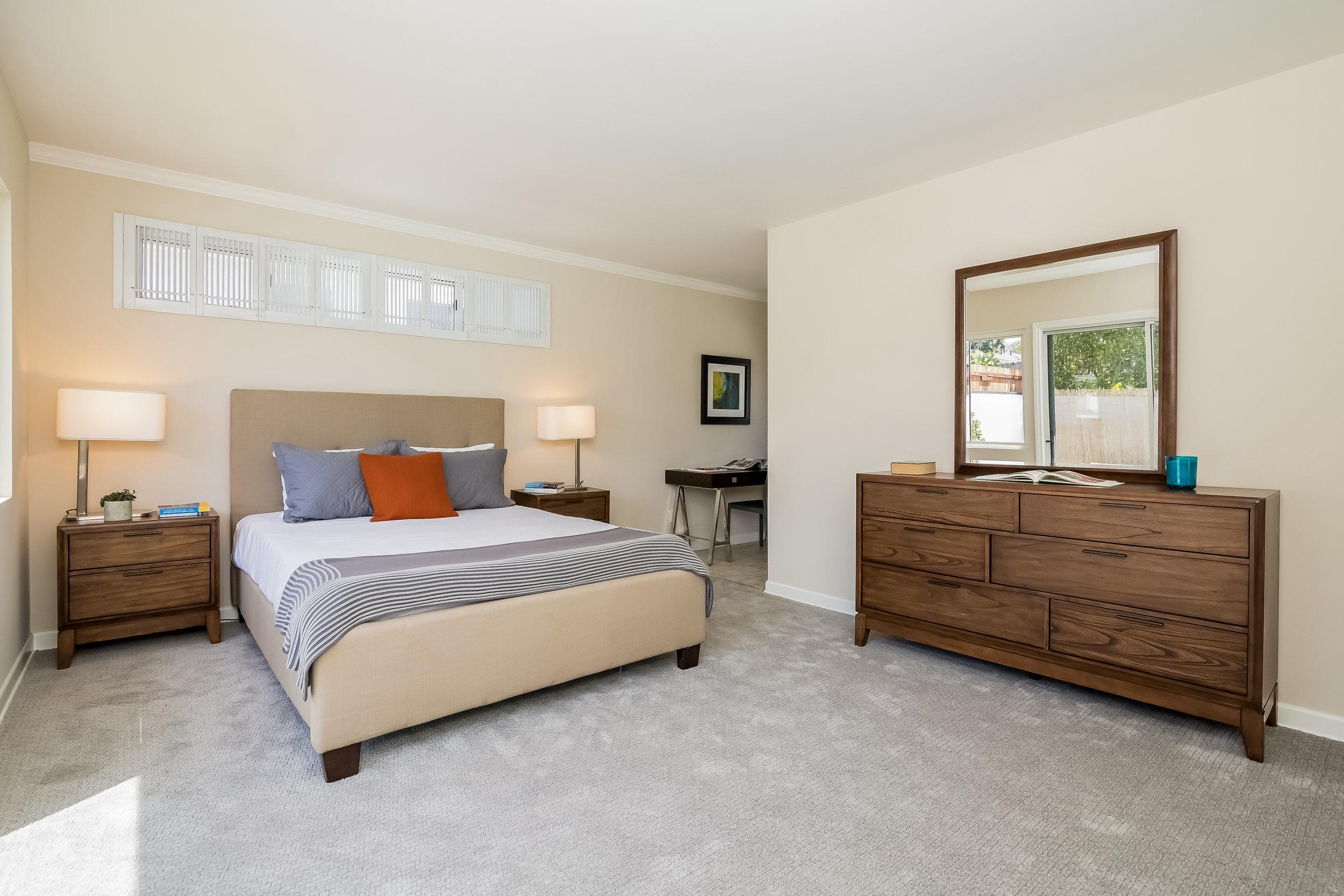 029-Bedroom-2805300-large copy.jpg