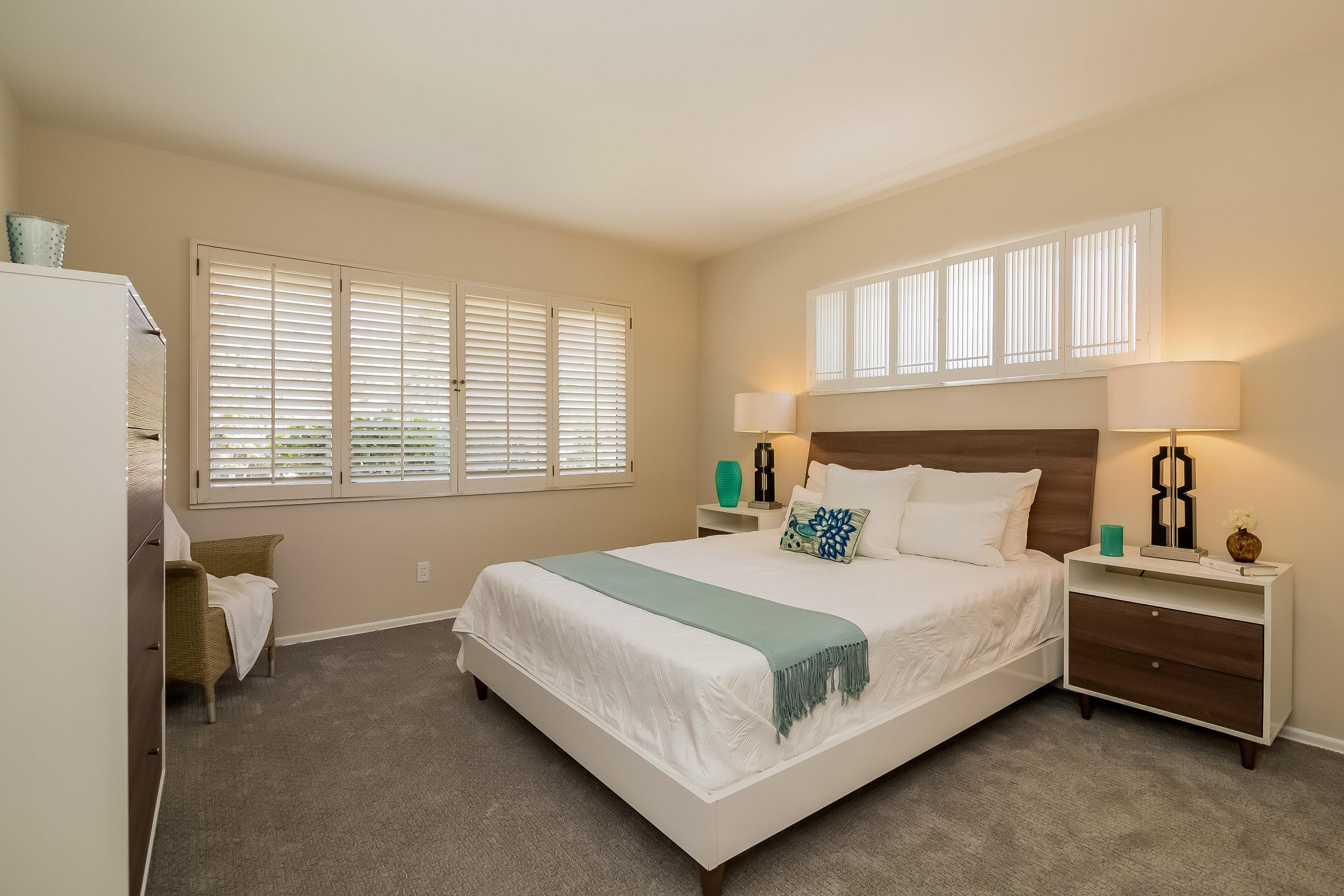 033-Bedroom-2805362-large copy.jpg