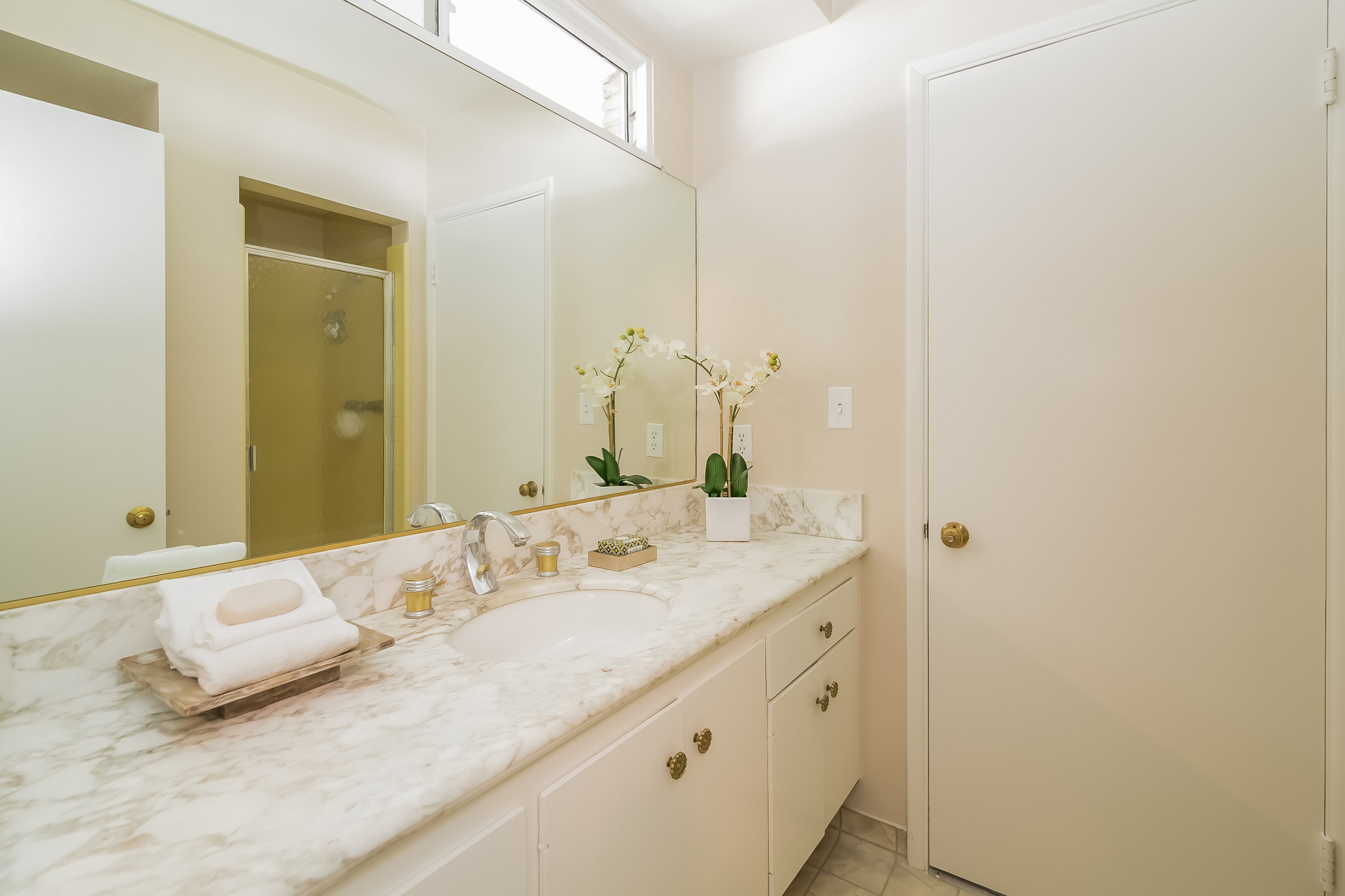 041-Bathroom-2805401-large copy.jpg