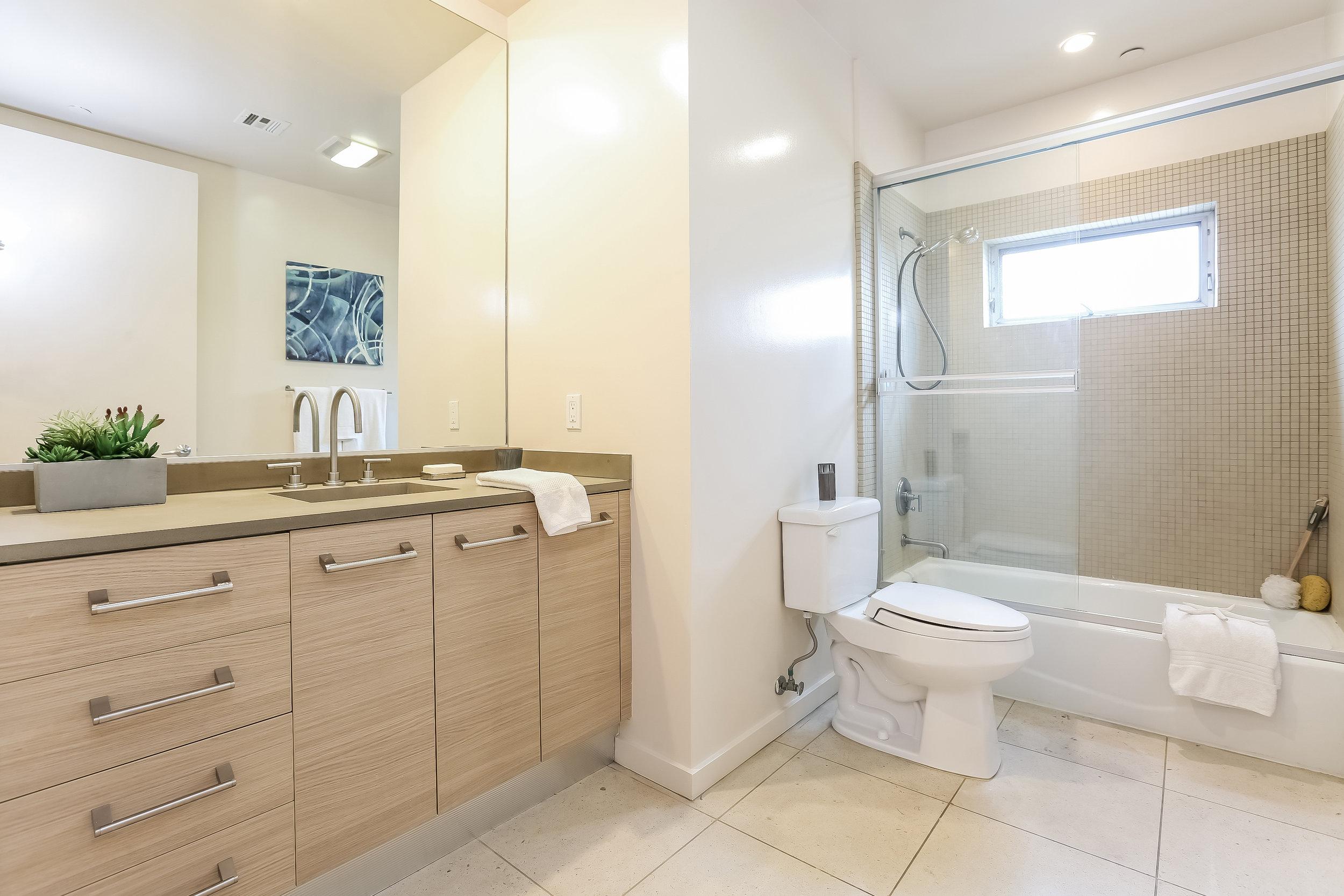 026-photo-bathroom-6209677 copy.jpg