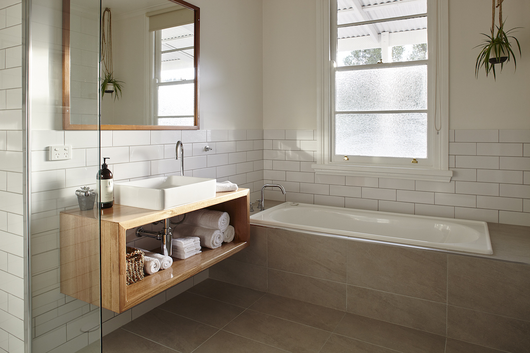 LH_bathroom_1.jpg