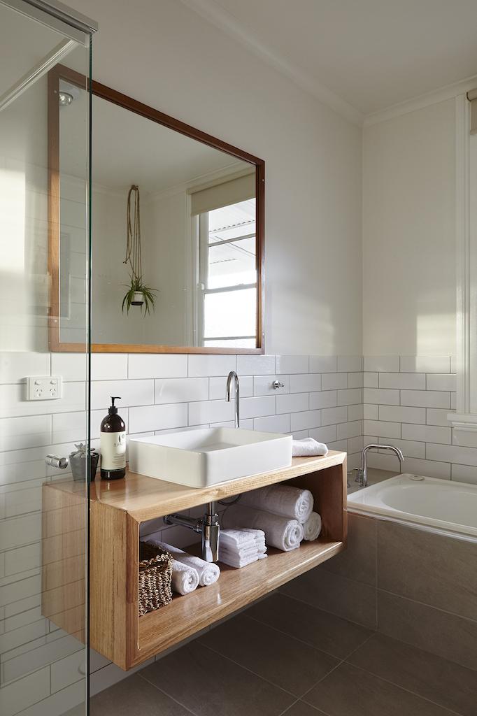 LH_bathroom_2.jpg