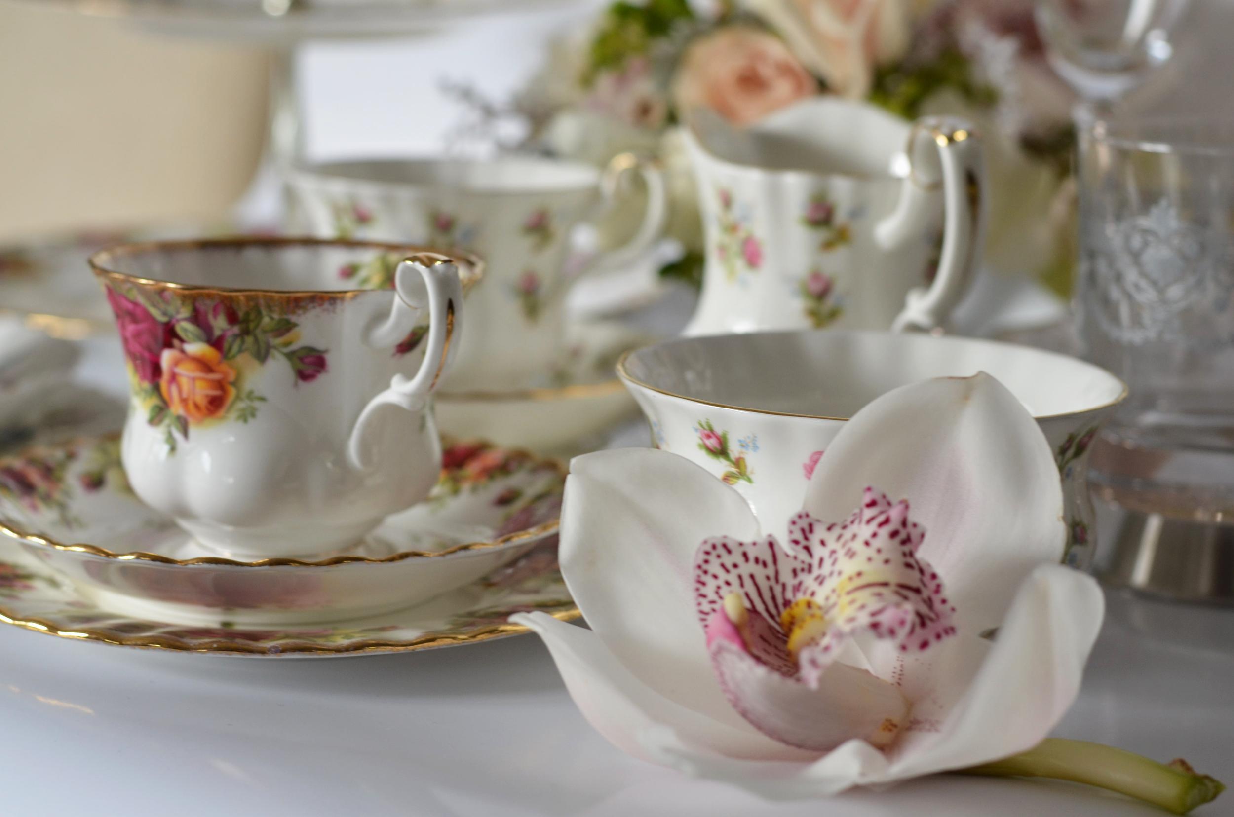 tea cups vintage.png