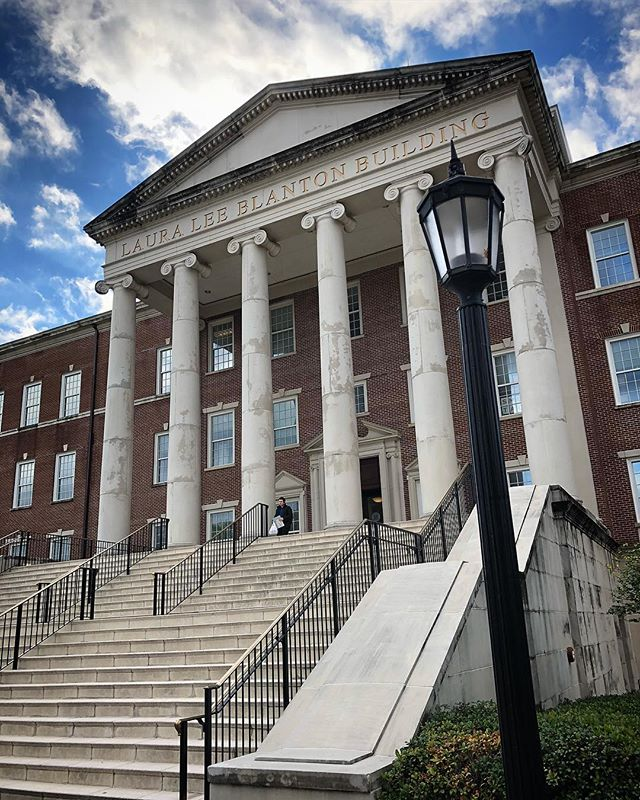 Had a blast guest lecturing for @heathclayton at SMU's Cox School of Business talking about corporate social responsibility and ethics in social media. We have a lot of work to do together but I'm inspired by the students drive and determination to solve hard problems! #SMU #CSR #DigitalTransformation #FutureGov