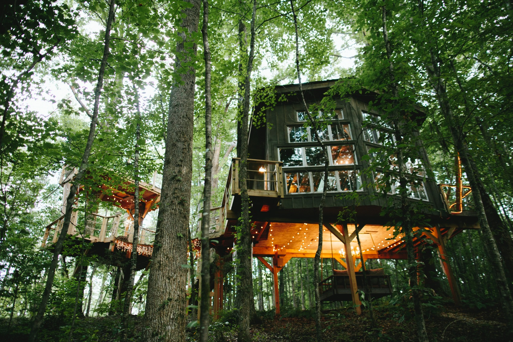 THE MAJESTIC TREEHOUSE - REGAL, ROMANTIC, ONE-OF-A-KIND