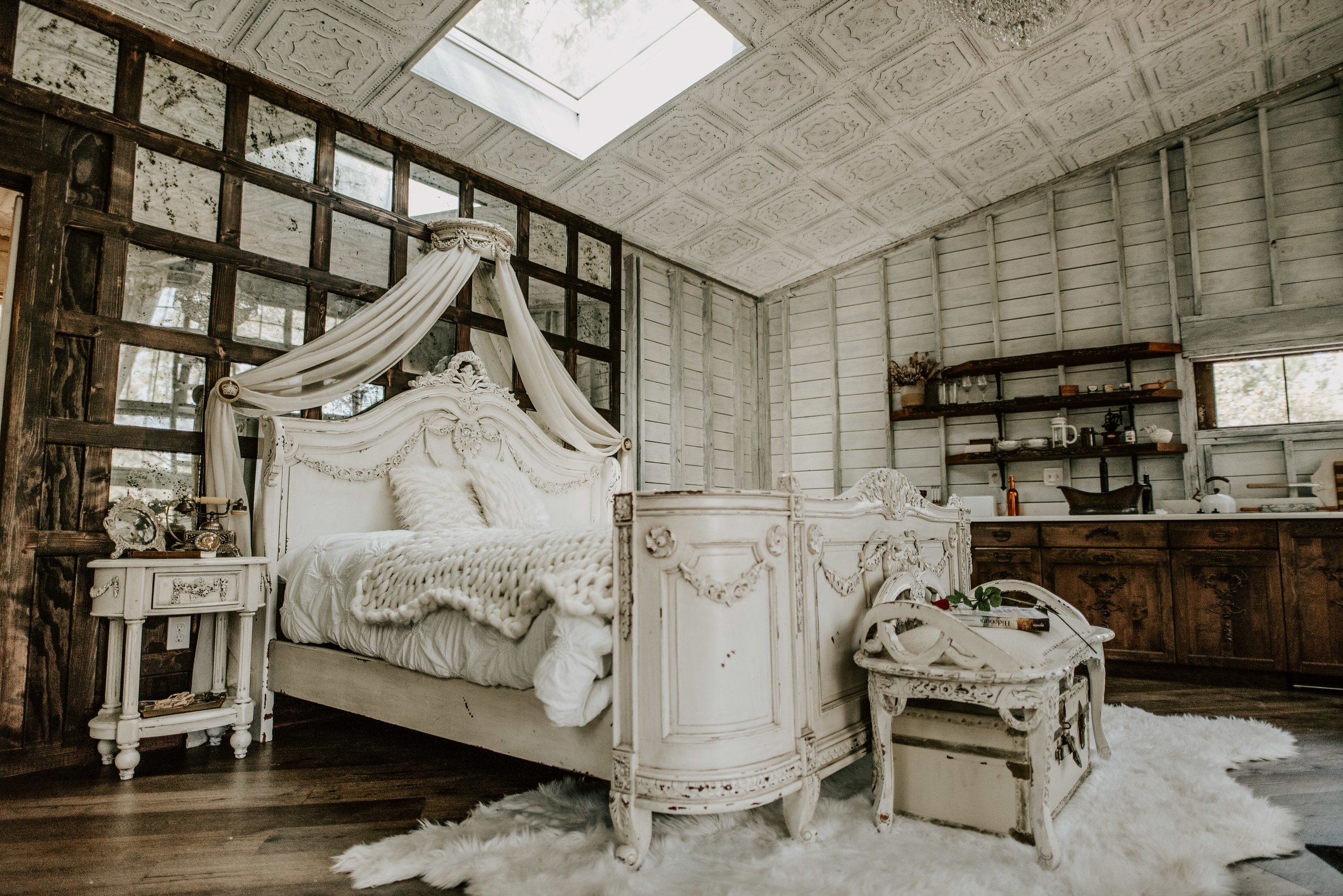 THE HONEYMOON TREEHOUSE - Romantic, luxurious, timeless, waterfrontCHARLESTON, SC(Featured on southern charm)