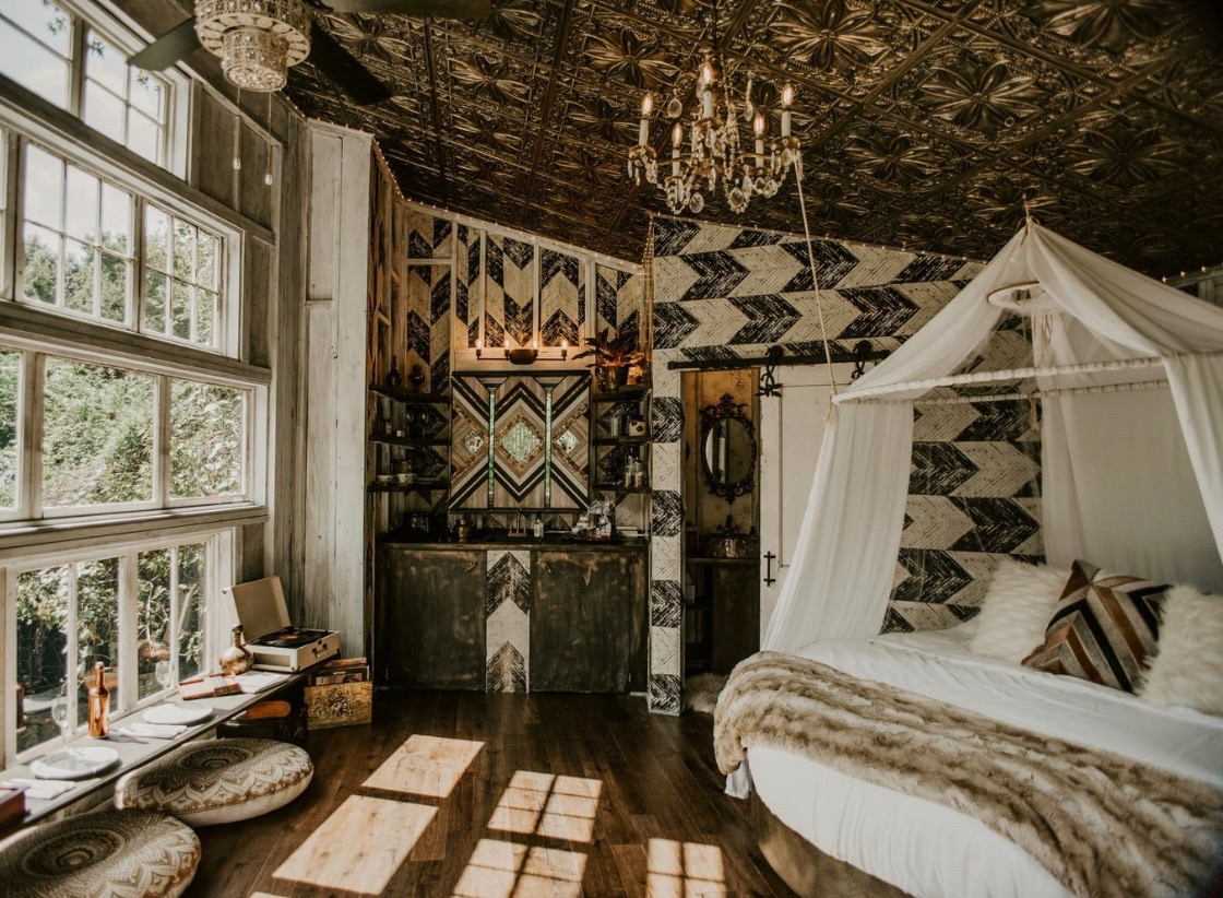THE WILDFLOWER TREEHOUSE - Featured on Southern Charm & Us Weekly.Creative | Untamed | SpiritedPerfect for adventure-trips, intentional travel, surprise getaways.Charleston, SC