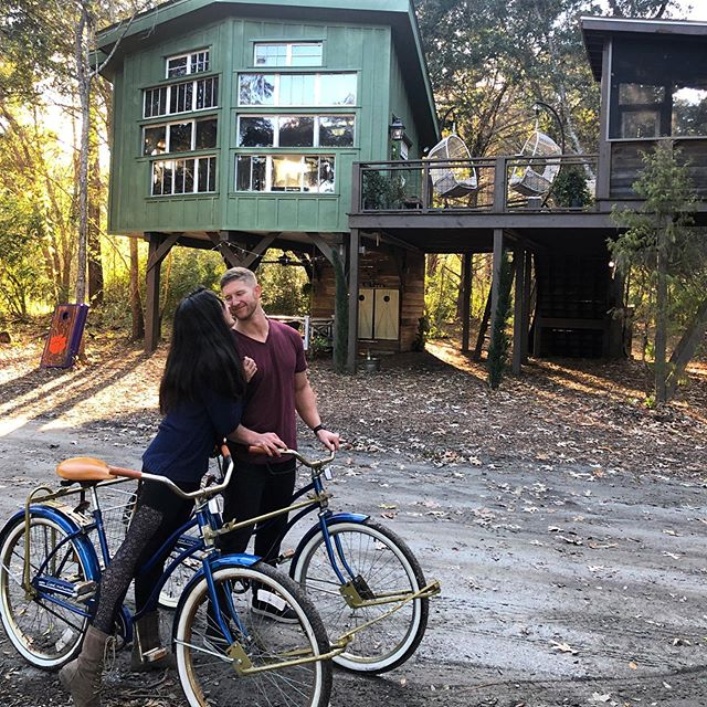 "#tbt to last year's ""Christmas at the Farm"" with @drsethbolt & @toribolt's families! These lovebirds were all about the vintage buddy bikes 💕🚲🚲 🎄🏡 #holidaytravels"
