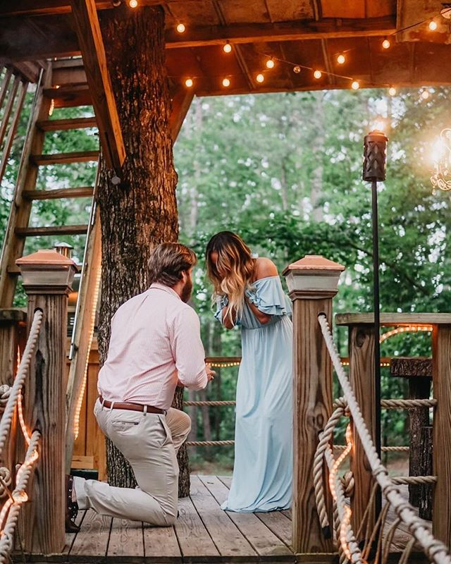 We love helping couples celebrate some of life's most special milestones. From proposals & honeymoons, to celebrating anniversaries, we want to help you celebrate your love with an unforgettable experience in the trees! 💕💍 Click the link in our bio to celebrate you love at @boltfarmtreehouse this year!