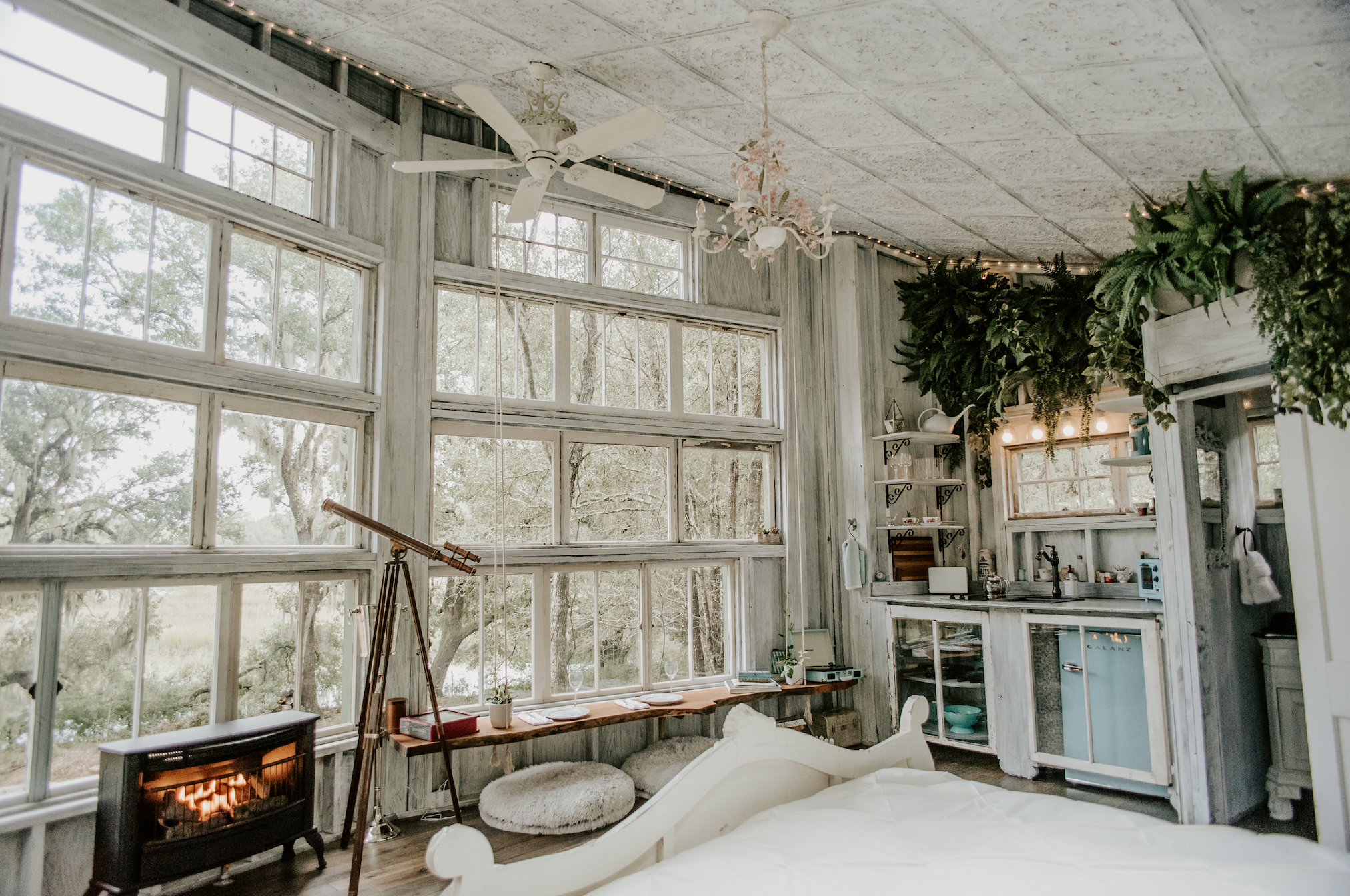 THE LIVING ROOM TREEHOUSE - Featured on Southern Charm & Us WeeklyPanoramic | Spirit-lifting | WaterfrontPerfect for celebrating life, love, & happiness.CHARLESTON, SC