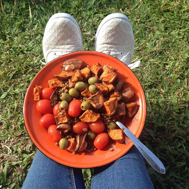 I'm moving house so lunch was weird today. Leftover roast sweet potatoes + lentils from a can + baby roma tomatoes + some olives that I found in the back of the fridge. That's a salad!! 🥗🤷🏻♀️