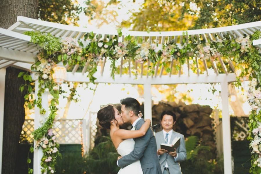 FloatawayStudios_Jenny+Eugene_Wedding-562-Large(pp_w900_h600).jpg