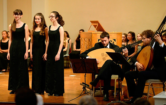 SFGC soloists sing with the theorbo players of TENET back in 2015