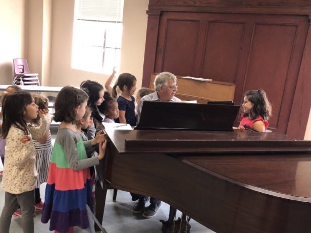 Ian works with our youngest singers at this summer's Prep Camp.