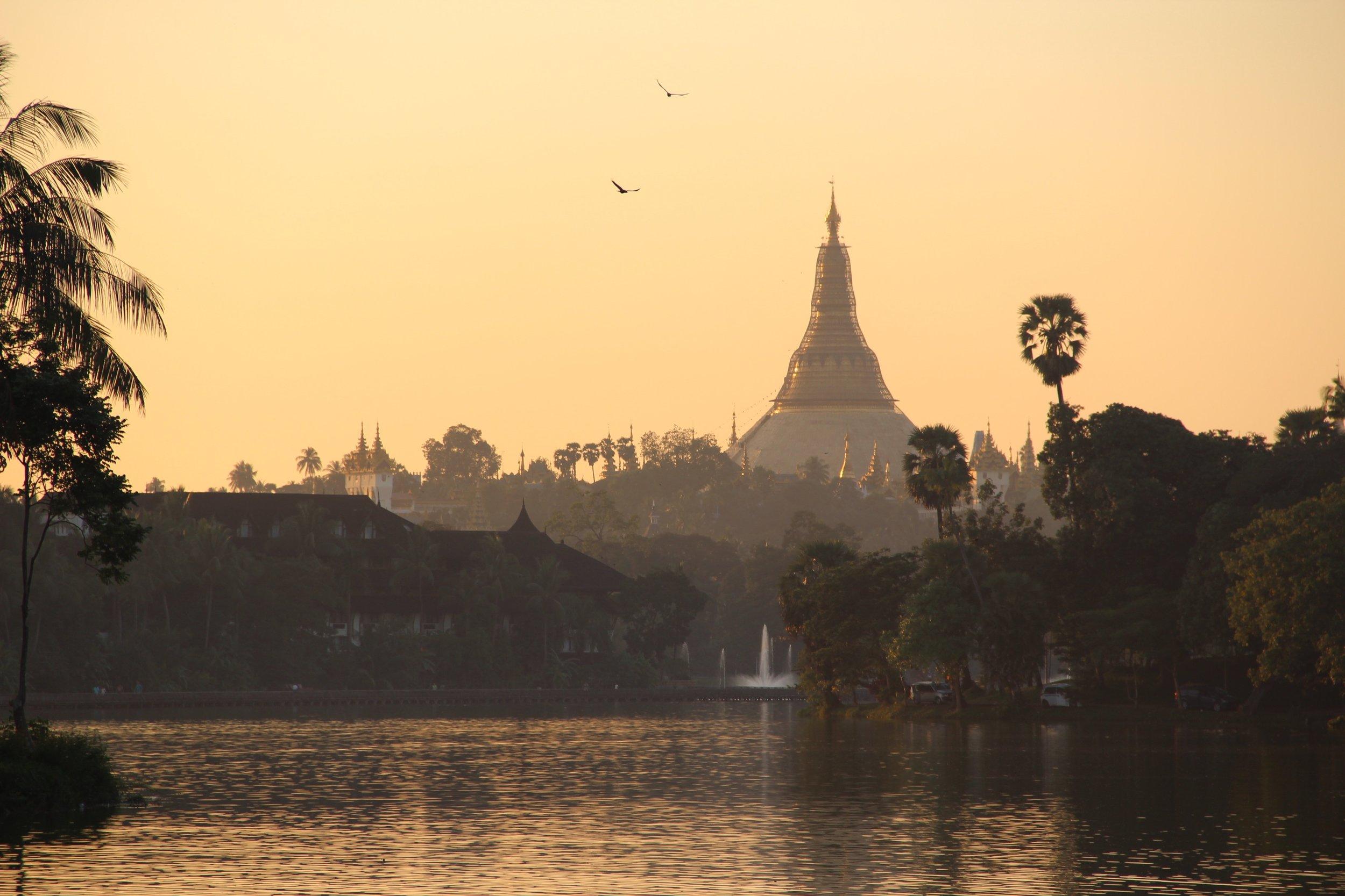 pagoda de yangon myanmar