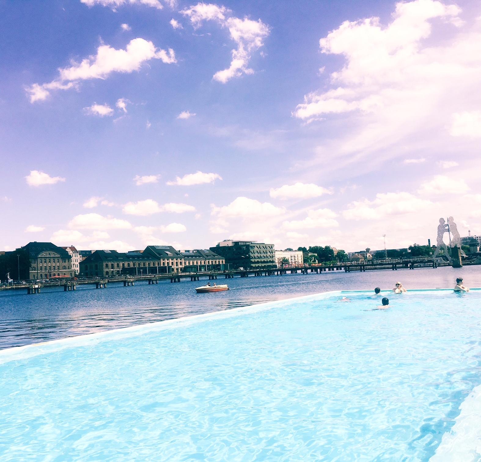 Piscina em cima do Rio - Verão em Berlim