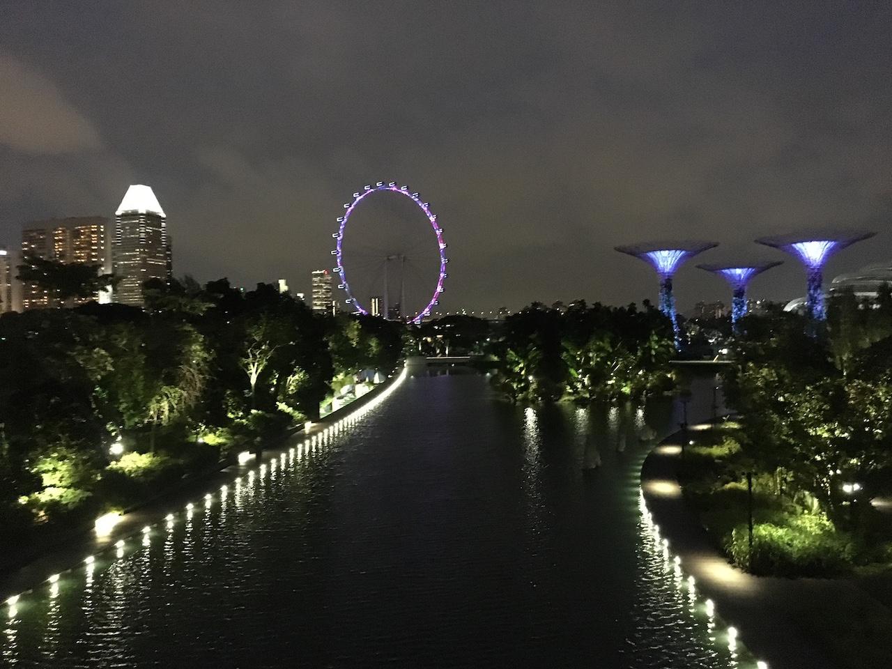 Singapura mistura extrema modernidade, com lugar antigos e muito verde e parques.