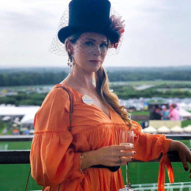 Have to say a HUGE thank you to @unicarriage and @pop_pr_ for an utterly spoiling day at @ascotracecourse yesterday. 🐎🍾 Being an animal lover, I've never been a fan of racing, but what I thoroughly enjoyed was getting dressed up to the nines, quaffing the fizz, observing the fashion (good and very bad) and spending some quality time with my lovely @naomikisted and @lori_rita 🌟 Thank you so much @jesscollettmilliner for loaning me this fabulous hat 🎩- yes you may recognise it from a certain fashion shoot I did last year.... it is utterly gorgeous and made me feel fabulous! ✨