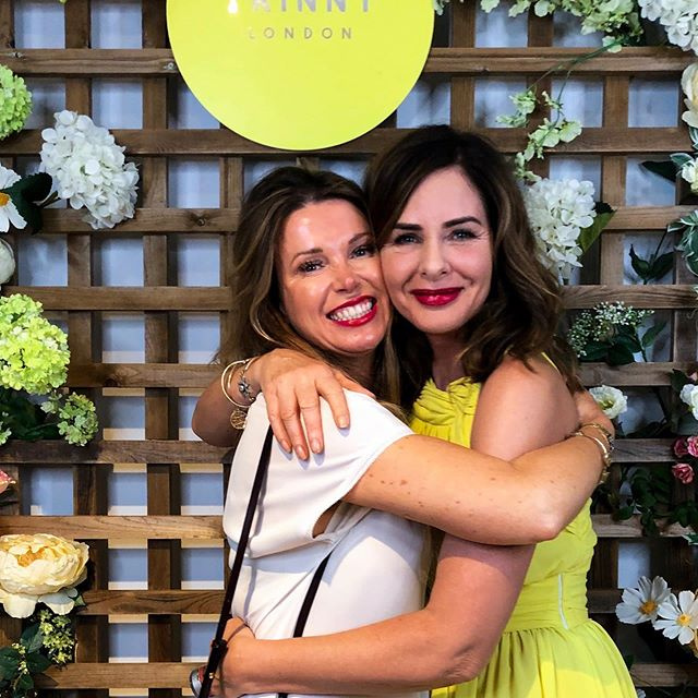 When you meet a lifelong heroine in real life and forget to be cool and pose - and instead go for a smooch!! 🤗  Love @trinnywoodall who inspired me years ago to work in the fashion industry and I have never looked back. 💃🏼 Love all that she stands for. Her openness,  honesty and wackiness - all of which I can relate to! 😜  Lovely evening last night, after a long and tiring day in the studio. Playing with the @trinnylondon makeup range while catching up with some gorgeous Insta pals 👯. A pretty good start to the week, I'd say!