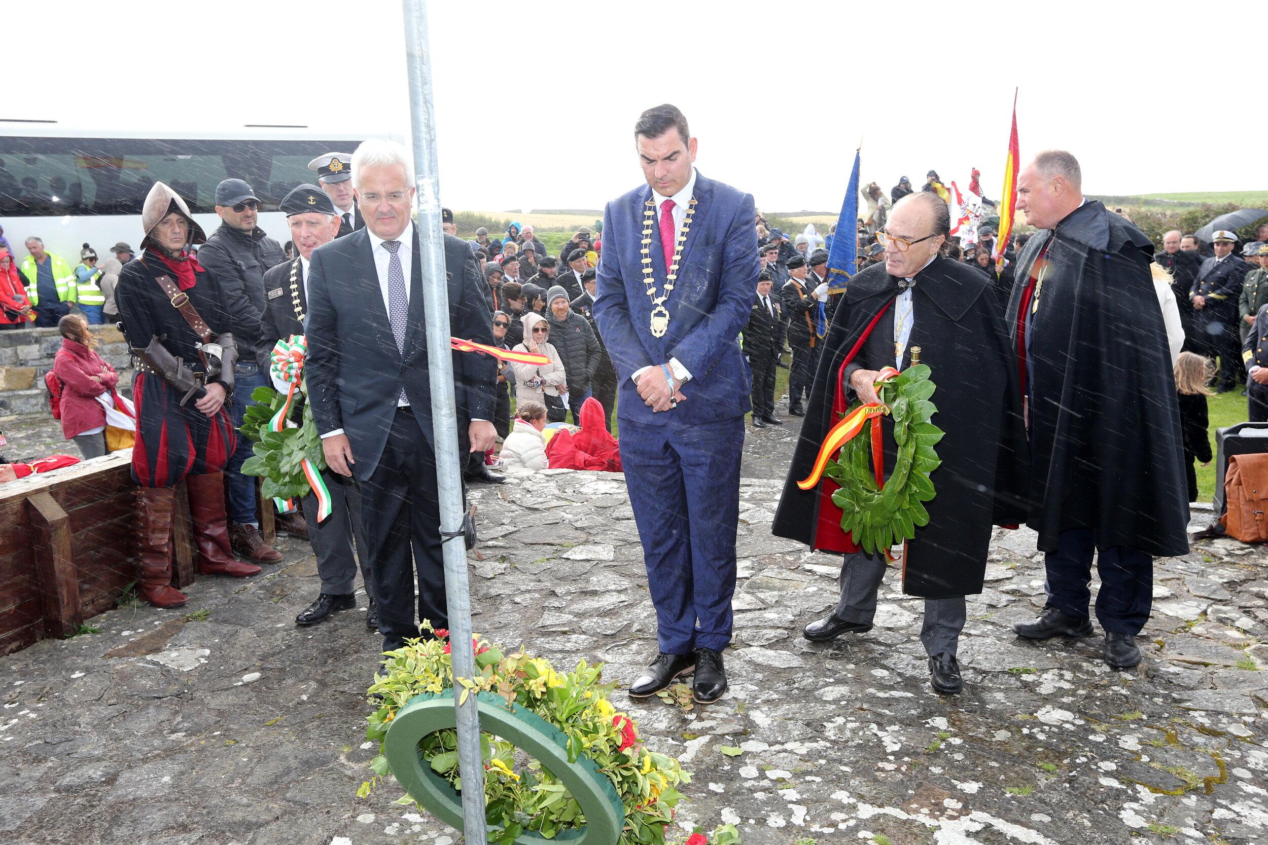 Spanish Ambassador to ireland Mr. Indefonso Castro and Cathaoirleach of Sligo County Council Mr. Tom McSharry lay a wreath in memory of the Spanish Armada of 1588 - photo Charlie Brady