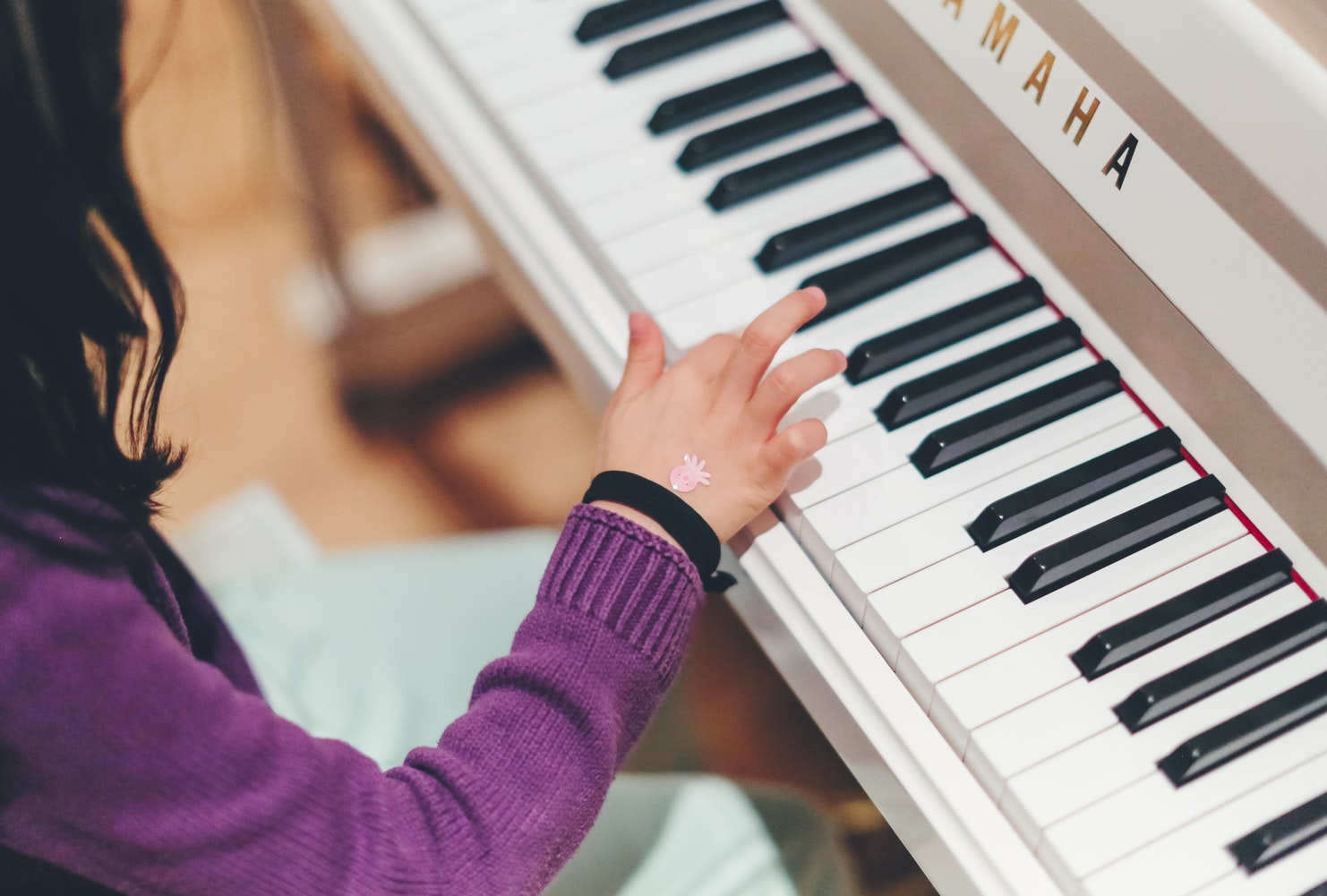 child-learning-music